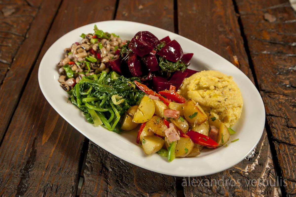 Ποικιλία σαλατικών με όλες τις γεύσεις και όλα τα χρώματα.